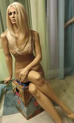 Rootstein Mannequin (capricornus61) Tags: rootstein display mannequin shop window doll dummy dummies figur puppe schaufensterpuppe art home indoor face body woman female frau weiblich plastic feminine