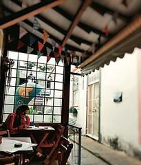 só um café (lucia yunes) Tags: bar bares espera café cafezinho coffee streetscene streetphotography streetphoto streetshot streetlife street mobilephoto mobilephotographie motozplay luciayunes cidadedevassouras