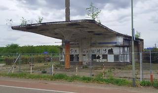 klassiek tankstation langs de Rijksweg