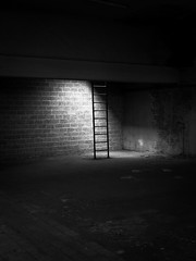 minimalisme (objet introuvable) Tags: bw blackandwhite noiretblanc nb échelle minimalisme minimalism ombre lumière light shadow ladder