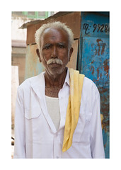 Portrait, photo de rue, Inde, Jodhpur-0863_25A0863 (helenea-78) Tags: inde jodhpur photoderue streetphotography street streetportrait portrait portraitderue portraithomme