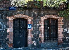 2018 - Mexico City - Doors/Windows - 9 of 13 (Ted's photos - Returns 23 Jun) Tags: 2018 cdmx coyoacan cropped mexico mexicocity nikon nikond750 nikonfx tedmcgrath tedsphotos tedsphotosmexico vignetting aviendahidalgo doors doorway door entrance entry streetscene street 13aviendahidalgo arches bricks brickwall 5photosaday