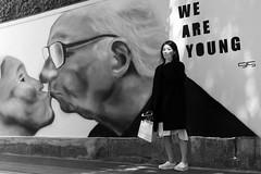 We are young! (frank.gronau) Tags: weis schwarz white black graffiti young beauty beautiful woman frau mädchen girl osaka street alpha sony gronau frank