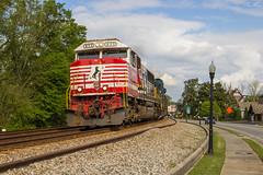 CSX Q580 at Acworth NS 9-1-1 (travisnewman100) Tags: csx norfolk southern train railroad freight manifest emd sd60e q580 wa subdivision atlanta division acworth georgia ns 911 honoring first responders locomotive