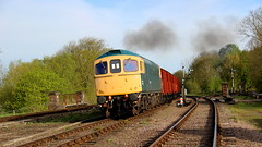 Southbound Vans (Duck 1966) Tags: swithland 33035 class33 diesel locomotive goods train vans gcr emrps