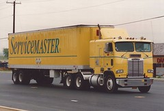 Freightliner: Servicemaster (PAcarhauler) Tags: freightliner coe cabover semi tractor truck trailer