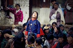 Bhutan: Gasa Tshechu. Sky-Gazing. (icarium.imagery) Tags: bhutan travel canoneos5dmarkiv gasafestival gasatshechu spectators localpeople portrait captureone drukyul festival himalayas sigma100400mmf563dgoshsm traditionaldress traditionalclothing tshechu gazing gasa valley maskeddance