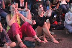 Komidi 2018 : enthousiaste, le public de la Caverne (philippeguillot21) Tags: festival theatre komidi spectacle caverne saintjoseph reunion france outremer spectatrice femme woman pixelistes canon