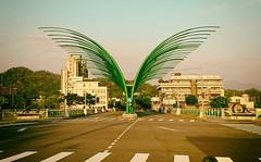 蝴蝶形狀的橋樑 Butterfly shaped bridge (葉 正道 Ben(busy)) Tags: taichung taiwan architecture 建築 building 戶外 chingshinbridge bridge 清新橋 曲線 curve road 路 green 綠色 橋 線條 蝴蝶 butterfly