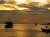 sunset/atardecer (The Photofan) Tags: atardecer atracados barcos cielo crepúsculo mar nubes soledad