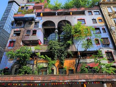 Hundertwasserhaus Wien (madbesl) Tags: wien vienna österreich austria europa europe bunt colourful architecture architektur modern modernearchitektur modernarchitecture hundertwasser fassade olympus omd em10 m10 omdem10 zuiko1250 hundertwasserhaus