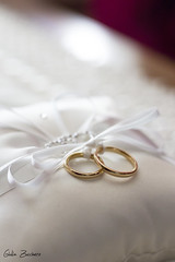 IMG_1999 (Giulia Zucchero) Tags: wedding ring gold white weddingring weddingday warm warmlight light 50mmf18 daylight