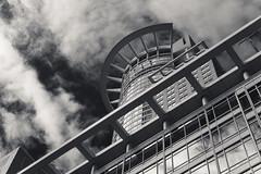 20180426-DSC3977 (A/D-Wandler) Tags: frankfurtammain frankfurt hessen deutschland hochhaus wolkenkratzer stadt bw blackandwhite monochrom einfarbig schwarzweis gebäude westendtower westendstrase wolken himmel dramaticsky dramatisch architektur vonunten linien struktur fassade fenster diagonal spiegelung reflektion