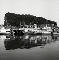 (Ah - Wei) Tags: bronica 120 6x6 medium shanghaigp3 bw film taiwan sea boat