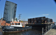 Devout + Progress + NP421 (23) @ KGV Lock 15-05-18 (AJBC_1) Tags: london thamescraftdrydockingservicesltd boat vessel dlrblog england unitedkingdom uk ©ajc northwoolwich eastlondon newham londonboroughofnewham nikond3200 devout damen tug tugboat ajbc1 kgvlock kinggeorgevlock londonsroyaldocks docklands marinesupportthamesmstltd damenstantug1405 progress greatbritain gb londoncityairportdevelopmentproject cadp pontoon marineengineering royaldocks neptunemarineservices np421 modularpontoonsystems mps mpscontainerpontoons gallionspoint