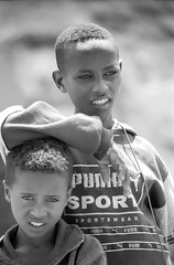 Ethiopia : Portraits in B&W #8 (foto_morgana) Tags: africa afrika afrique analogphotography analogefotografie blackwhitephotography boy boys caractère character childhood children doubleportrait editorialonly jeugd jeune jeunesse jong juventud karakter kodaktmax400cn lightroom monochrome nikoncoolscan nomodelrelease outdoor people persoonlijkheid photographienoiretblanc photographieanalogue portrait portret travelexperience vuescan young youth zwartwitfotografie