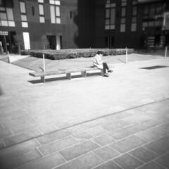 Milano (Valt3r Rav3ra - DEVOted!) Tags: holga holgacfn lomo lomography milano medioformato film analogico analogica analog analogue bw biancoenero blackandwhite ilford ilfordfp4 6x6 120 pellicola streetphotography street toycamera plasticcamera valt3r valterravera visioniurbane urbanvisions