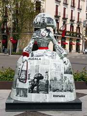 "Menina ""Noticias Cortesanas"", de Nieves Alvarez (Madrid) (Juan Alcor) Tags: nievesalvarez elcorteingles noticiascortesanas madrid 2018 meninasmadridgallery españa spain menina meninas"