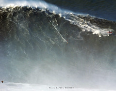 RODRIGO KOXA is now the official World Record holder for the biggest wave ever surfed in history / 7922PZR (Rafael González de Riancho (Lunada) / Rafa Rianch) Tags: surf waves surfing olas sport deportes sea mer mar nazaré vagues ondas portugal playa beach 海の沿岸をサーフィンスポーツ 自然 海 ポルトガル heʻe nalu palena moana haʻuki kai olahraga laut pantai costa coast storm temporal largestwavesurfedguinnessworldrecords rodrigokoxa