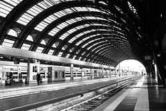 Black&White Station (giovanni_vaccaro) Tags: stazione train treni binari stazionecentrale partenze travel viaggi bw blackwhite bianconero biancoenero atmosfera milan milano lombardia italia italy città city canon1300d canon1855 canon