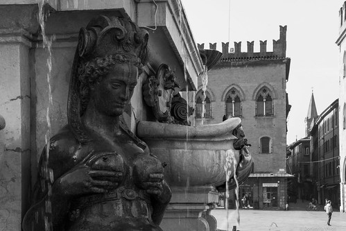 Bologna - La donna del Nettuno