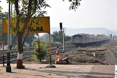 19331 (Debatra) Tags: roha rohe krcl konkanrailway centralrailway cr railways station startersignal signal train rail railroad railwaystation tracks india indianrailways ir diesel dieseltraction nikon nikkor d3300 19331 express