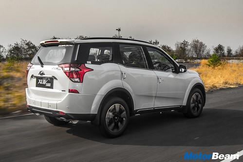 2018-Mahindra-XUV500-05