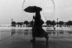Rainy Day (Leipzig_trifft_Wien) Tags: marseille provencealpescôtedazur frankreich fr street streetphoto streetphotography close moment rain sad mood weather window ferris wheel