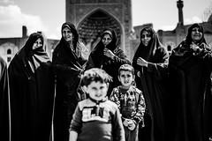 Naghshe Jahan, Esfahan, Iran 2018 (PaxaMik) Tags: iran naghshejahan travel travelinginiran isfahan ispahan esfahan mosquée voile musulman muslim voileislamique foulard portrait portraitnoiretblanc noiretblanc noir n§b black blackandwhitephotos