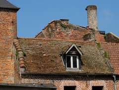 HESDIN  : Toits en tuiles (xavnco2) Tags: hesdin pasdecalais france balade véhicules anciens surlaroutedesvacances pentecôte 2018 old vintage vehicles rally maisons toits tuiles tile roof