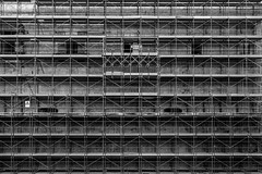 (Russo 86) Tags: biancoenero blackandwhite bnw monocromo monochrome greyscale laquila abruzzo italia italy ricostruzione reconstruction impalcatura