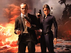 Coulson & Hill - The Agents (1/6th shooter) Tags: clarkgregg cobiesmulders theavengers marvelsagentsofshield shield nickfury marvel marvelcomics movies mariahill agentphilcoulson philcoulson hottoys sideshowtoys actionfigures superheroes toys