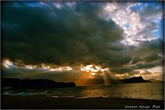 薄命の光... (SHADOWY HEAVEN Aya) Tags: 09082270a0138 北海道 日本 小樽 ファインダー越しの私の世界 写真好きな人と繋がりたい 写真撮ってる人と繋がりたい 写真の奏でる私の世界 coregraphy japan hokkaido tokyocameraclub igers igersjp phosjapan picsjp 空 雲 outdoor landscape 夕陽 夕焼け cloud clouds sky otaru sunset dusk 光芒 レンブラント光線 薄明光線 天使のはしご crepuscularrays angelsladder jacobsladder angelsstairs angelsstairway