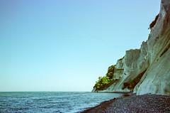 Møns Klint Beach (hiphopmilk) Tags: copyright©jaredyehwooehmoehfilms nikonfm2n nikonfm2 nikon fm2 35mm 135film film analog analogue kodak nikkor hiphopmilk north europe nordic scandinavia denmark møn møns klint cliff chalk beach coast borre
