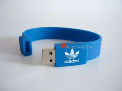 """ADIDAS ORIGINALS RETRO 1 GB USB STICK / BRACELET (aucwd) Tags: adidas vintage oldschool boxingboots boxingshoes sneaker shoe 50s 60s 70s 80s 50ies 60ies 70ies 80ies westgermany madeinwestgermany westerngermany madeinwesterngermany noretro combatspeed combatspeedii unworn wrestling collect collector collectorsitem rare oldskool """"old school"""" boxing trainers sportshoes """"running shoes"""" running bern dublin vienna rom stockholm tokio kopenhagen oslo advance torsion monzaf1 olympicsports special germany teal tealcombats combats tyrint nitro elite eliteinternational akrid protactic matwizard absolute response """"hishoes"""" """"basketball hishoes"""" converse cons deadstock olympia """"wrestling boots"""" mint"""