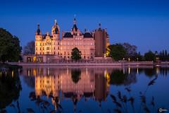 Blaue Stunde am Schweriner Schloss (visiological) Tags: schloss schwerin castle mecklenburgvorpommern deutschland de