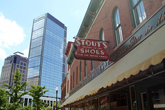 Stout's Shoes (Flint Foto Factory) Tags: indianapolis indiana urban city late spring early summer may 2017 memorialday weekend indianapolis500 race stouts shoes shoe store front oldest unitedstates 318 massachusettsave downtown vintage classic neon sign signage bmo regions bank old new commerce