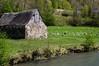 Ustou (Ariège) (PierreG_09) Tags: ariège pyrénées pirineos couserans alet rivière ruisseau coursdeau escot bincarède mouton grange brebis troupeau
