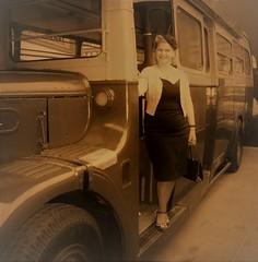 Denise alights a Greenline coach Weybridge 12/05/18. (Ledlon89) Tags: london bus buses vintagebuses transport lt lte lptb londonbus londonbuses londontransport brooklands londonbusmuseum weybridge