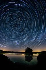 The Crazy Universe (M-Z-Photo) Tags: lehrberg bayern deutschland de startrails langzeitbelichtung nachtaufnahme reflxionen wasserspiegelung natur nacht landschaft