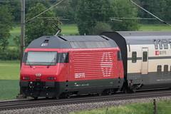 SBB Lokomotive Re 460 039 - 1 Rochers de Naye im neuen Design ( Hersteller SLM Nr. 5516 - ABB - IB 1993 ) mit Intercity IC Zug 1077 B.asel SBB - I.nterlaken O.st ( 286 m - 552 t ) zwischen Gümligen und Rubigen im Kanton Bern der Schweiz (chrchr_75) Tags: christoph hurni schweiz suisse switzerland svizzera suissa swiss chrchr chrchr75 chrigu chriguhurni chriguhurnibluemailch albumzzz201805mai mai 2018 albumbahnenderschweiz albumbahnenderschweiz20180106schweizer bahnen bahn eisenbahn train treno zug re460 re 460 albumsbbre460 sbb cff ffs schweizerische bundesbahn bundesbahnen lok elektrolokomotive triebfahrzeug slm lokomotive juna zoug trainen tog tren поезд паровоз locomotora lokomotiv locomotief locomotiva locomotive railway rautatie chemin de fer ferrovia 鉄道 spoorweg железнодорожный centralstation ferroviaria
