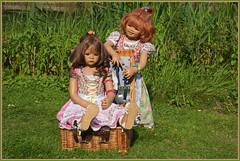 Milina und Sanrike ... heute mit Platzkarte ... (Kindergartenkinder 2018) Tags: schloss lembeck kindergartenkinder sanrike milina annette himstedt dolls