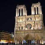 Notre-Dame de Paris at night thumbnail