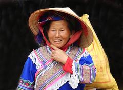 8N1A8461R- VIETNAM vers Lao Cai le petit marché de Cao Son et ses ethnies richement vêtues (Lionel Corréia) Tags: asie asia asian vietnam vietnamnord nortvietnam vietnamscene scènesdevie ethnie