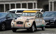 Citroën 2CV (XBXG) Tags: oabb930 citroën 2cv citroën2cv 2cv6 2pk eend geit deuche deudeuche jubelpark parc du cinquantenaire brussels bruxelles brussel belgium belgique belgië vintage old classic french car auto automobile voiture ancienne française vehicle outdoor