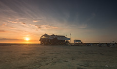 Die Seekiste... (wernerlohmanns) Tags: outdoor natur nikond7200 nordsee northsea wattenmeer sonnenuntergang deutschland sanktpeterording himmel meer boot