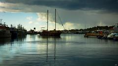 El velero llega a puerto (candi...) Tags: velero puerto lametllademar mar cielo nubes barcos airelibre agua sonya77