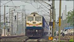 SPJ WDP-4D (Abhishek Jog) Tags: humming dual faced spj wdp4d 40497 ripping through sukhisewaniyan mps powering 22163 bplkurj mahamana sf express samastipur suw from nsz nishatpura bpl bhopal bhopaljn bhopalkhajuraho towards bvb bhadbhadaghat bhs vidisha emd