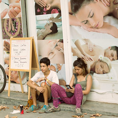 (Che-burashka) Tags: street candid people barcelona couple boy girl poster