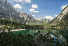 Pragser Wildsee (libellenwellen) Tags: pragserwildsee lagodibraies italien italia europa alpsee alpen alps dolomites dolomiten landschaft landscape natur nature lake see clouds wolken sony a7 zeiss 1635